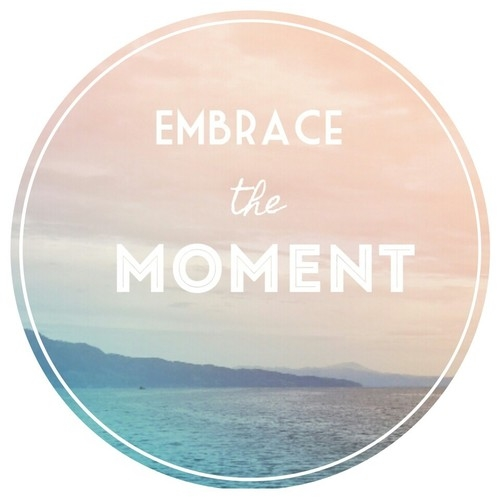 102509-embrace-the-moment